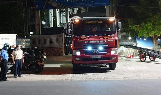 Cách ly 3 tài xế khai báo gian dối, chạy xe tải từ vùng dịch COVID-19 đến Huế - Ảnh 1.