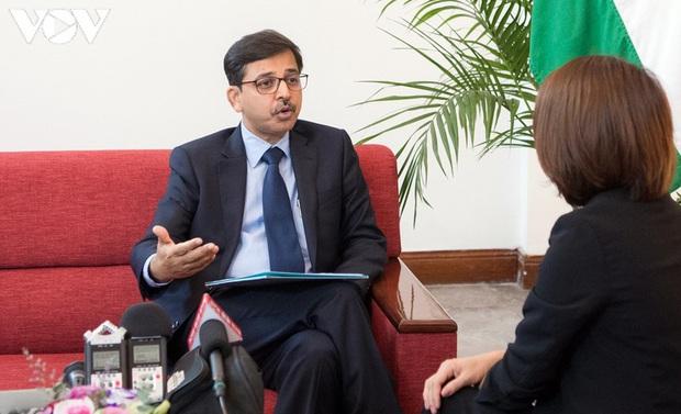 Đại sứ Ấn Độ: Việt Nam luôn thông tin rất minh bạch về Covid-19 - Ảnh 1.
