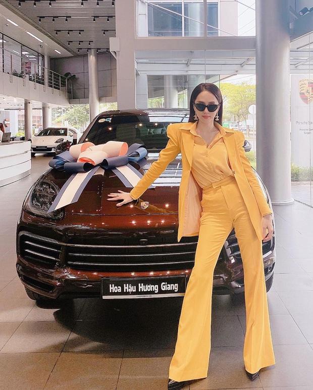 Hương Giang có 2 combo quần + giày dép hack dáng bất bại, nàng nào diện lên chân cũng dài tới nách - Ảnh 1.