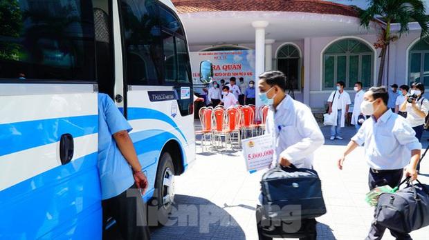 40 bác sĩ, điều dưỡng Huế xuất quân chi viện Đà Nẵng chống dịch COVID-19 - Ảnh 13.