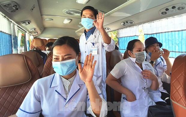 40 bác sĩ, điều dưỡng Huế xuất quân chi viện Đà Nẵng chống dịch COVID-19 - Ảnh 14.