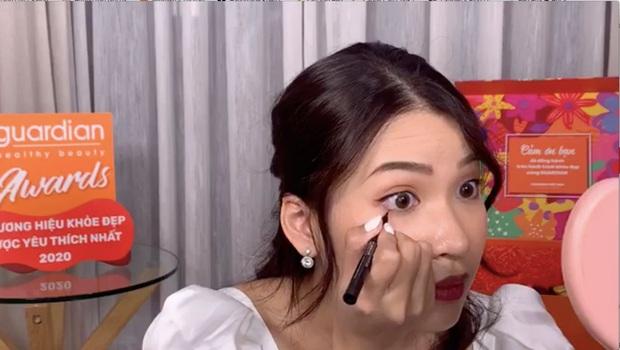 Loạt tips makeup siêu đơn giản mà xịn sò của Linh Trương TheMakeaholics, note ngay để học tập nhé các nàng xinh - Ảnh 4.