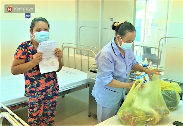 Niềm vui của bệnh nhân Covid-19 vừa xuất viện ở Đà Nẵng: Cảm ơn các y bác sĩ đã sinh ra chúng tôi lần 2! - Ảnh 4.