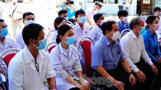 40 bác sĩ, điều dưỡng Huế xuất quân chi viện Đà Nẵng chống dịch COVID-19 - Ảnh 6.