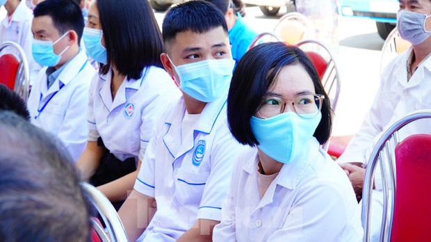 40 bác sĩ, điều dưỡng Huế xuất quân chi viện Đà Nẵng chống dịch COVID-19 - Ảnh 8.