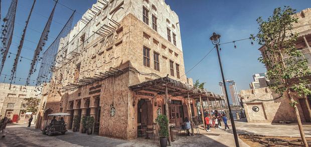 Cửa hàng Starbucks ở Dubai gây bão vì thiết kế mái lá vô cùng đặc biệt - Ảnh 4.
