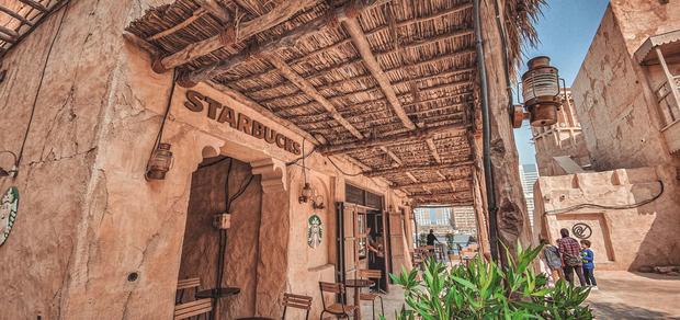 Cửa hàng Starbucks ở Dubai gây bão vì thiết kế mái lá vô cùng đặc biệt - Ảnh 3.