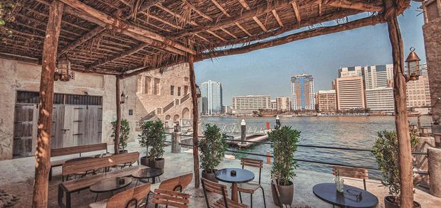 Cửa hàng Starbucks ở Dubai gây bão vì thiết kế mái lá vô cùng đặc biệt - Ảnh 5.