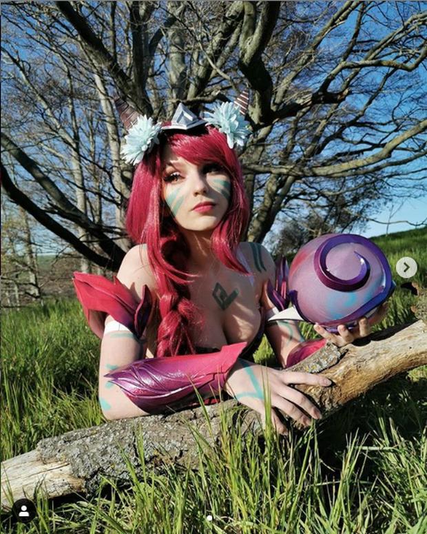 Ngắm màn hóa thân nữ tướng LMHT cực sexy của cosplayer Paperwings - Ảnh 4.