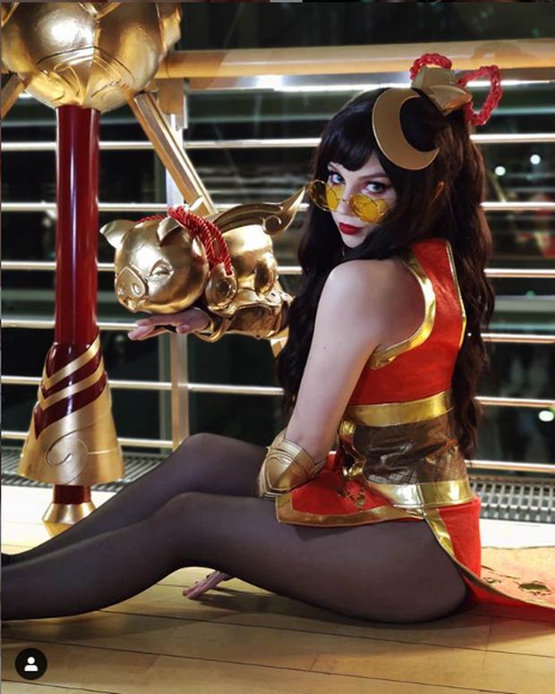 Ngắm màn hóa thân nữ tướng LMHT cực sexy của cosplayer Paperwings - Ảnh 10.