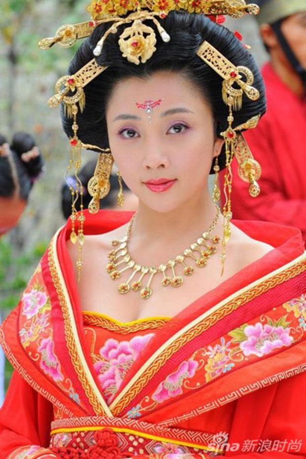 Tứ đại mỹ nhân lạ lùng nhất màn ảnh Hoa ngữ: Vương Chiêu Quân già quá tuổi, Điêu Thuyền nặng tới 100kg - Ảnh 4.