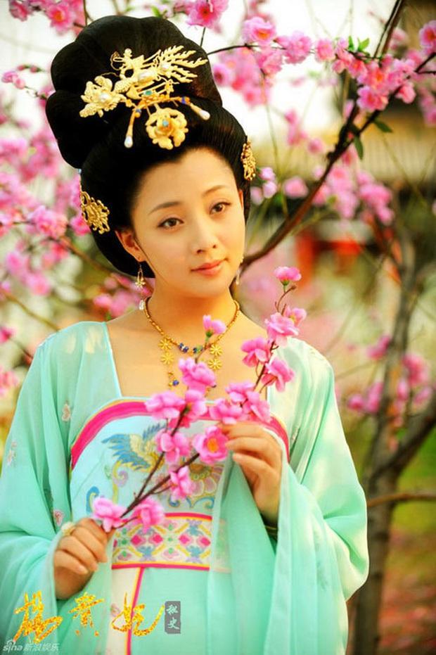 Tứ đại mỹ nhân lạ lùng nhất màn ảnh Hoa ngữ: Vương Chiêu Quân già quá tuổi, Điêu Thuyền nặng tới 100kg - Ảnh 3.