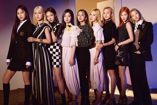 Sau ồn ào hát nhép, JYP thông báo Jeongyeon (TWICE) vắng mặt tại lễ trao giải SORIBADA 2020 khiến fan lo lắng - Ảnh 3.