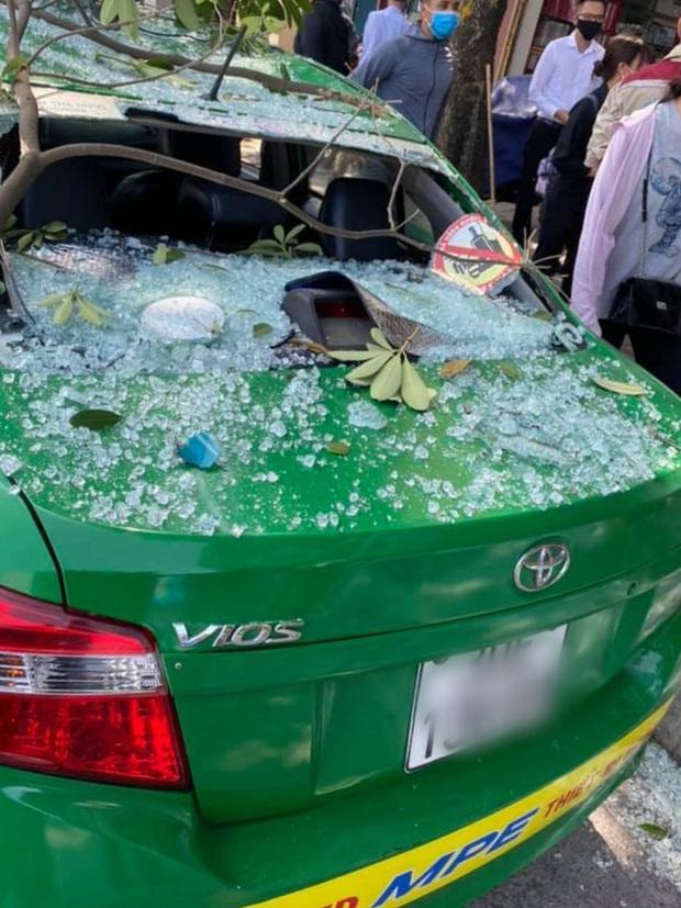 Hà Nội: Nổ lớn tại phố Kim Mã, tài xế ô tô thoát chết, 2 người bị bỏng phải nhập viện - Ảnh 3.