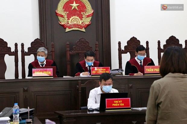Xử phúc thẩm vụ học sinh trường Gateway tử vong trên xe đưa đón: Bị cáo Nguyễn Bích Quy và Doãn Quý Phiến quay lại xin lỗi gia đình bị hại - Ảnh 7.
