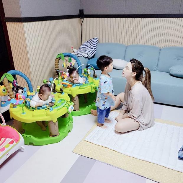"""""""Bà mẹ trẻ nhất Kpop"""" Yulhee tiết lộ thông tin xót xa về chuyện lâm bồn tuổi 22: Sinh non con trai, con gái bị bệnh - Ảnh 5."""