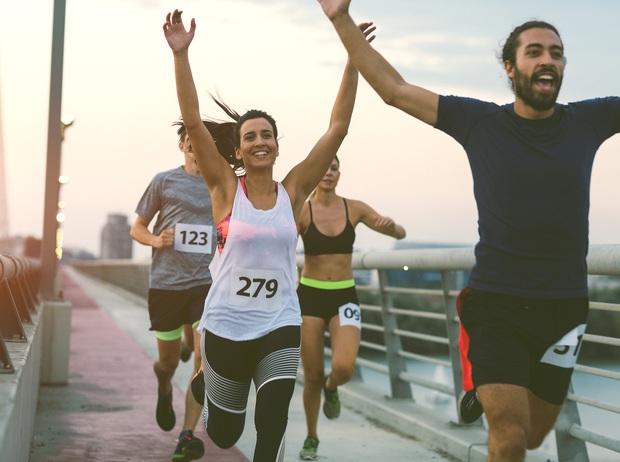 Khi bạn chạy bộ... ở nhà nhưng vẫn có thể góp sức chống dịch COVID-19 cùng cả nước - Ảnh 2.