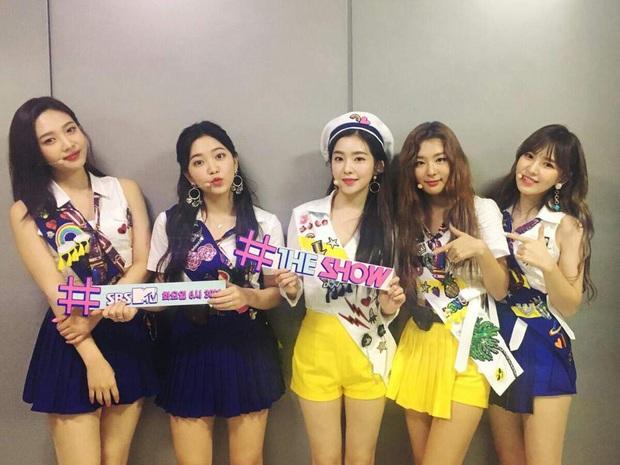 16 nghệ sĩ Kpop ẵm nhiều cúp trên show âm nhạc nhất: BTS thua cả TWICE, BLACKPINK lập kỷ lục nhóm nữ năm 2020 nhưng vắng mặt - Ảnh 21.