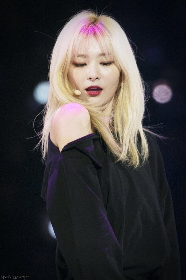 10 idol xứng danh nữ hoàng tóc bạch kim khiến fan u mê không lối thoát: Rosé như công chúa nhưng ấn tượng nhất là Krystal - Ảnh 3.
