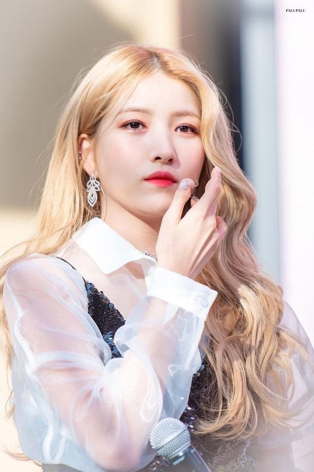 10 idol xứng danh nữ hoàng tóc bạch kim khiến fan u mê không lối thoát: Rosé như công chúa nhưng ấn tượng nhất là Krystal - Ảnh 6.