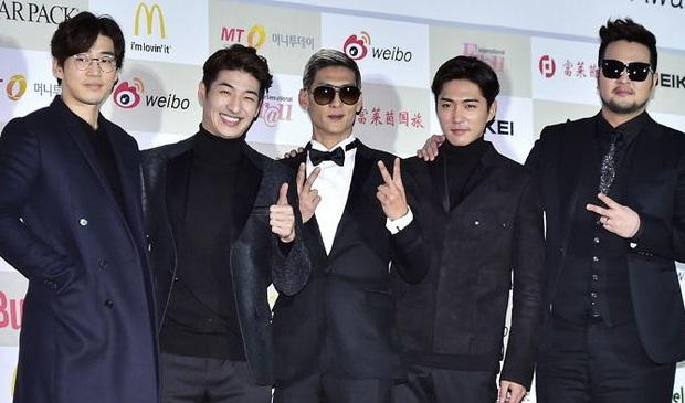 16 nghệ sĩ Kpop ẵm nhiều cúp trên show âm nhạc nhất: BTS thua cả TWICE, BLACKPINK lập kỷ lục nhóm nữ năm 2020 nhưng vắng mặt - Ảnh 5.