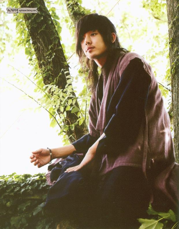 Lời nguyền 10 năm bủa vây dàn sao nam Sungkyunkwan Scandal: Hết bê bối chấn động đến tự tử, Song Joong Ki ồn ào nhất - Ảnh 8.