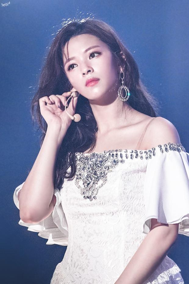 Gây tranh cãi vì hát nhép nhưng Jeongyeon lại là 1 trong những người diễn live tốt nhất TWICE, có đáng bị phủi sạch công sức vì 1 lần sơ suất? - Ảnh 2.