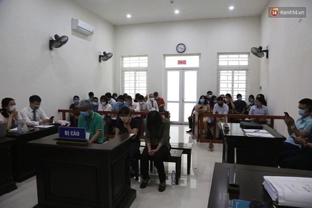 Xử phúc thẩm vụ học sinh trường Gateway tử vong trên xe đưa đón: Bị cáo Nguyễn Bích Quy và Doãn Quý Phiến quay lại xin lỗi gia đình bị hại - Ảnh 9.
