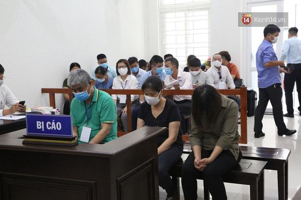 Xử phúc thẩm vụ học sinh trường Gateway tử vong trên xe đưa đón: Bị cáo Nguyễn Bích Quy và Doãn Quý Phiến quay lại xin lỗi gia đình bị hại - Ảnh 3.