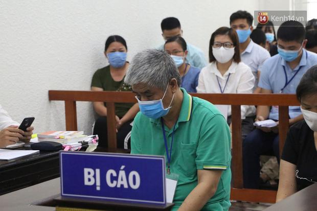 Xử phúc thẩm vụ học sinh trường Gateway tử vong trên xe đưa đón: Bị cáo Nguyễn Bích Quy và Doãn Quý Phiến quay lại xin lỗi gia đình bị hại - Ảnh 4.
