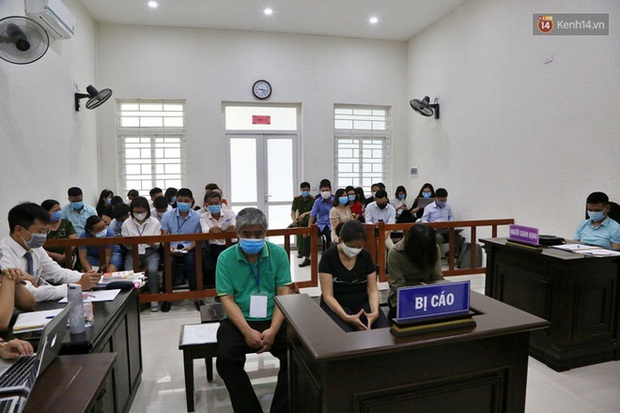 Xử phúc thẩm vụ học sinh trường Gateway tử vong trên xe đưa đón: Bị cáo Nguyễn Bích Quy và Doãn Quý Phiến quay lại xin lỗi gia đình bị hại - Ảnh 6.