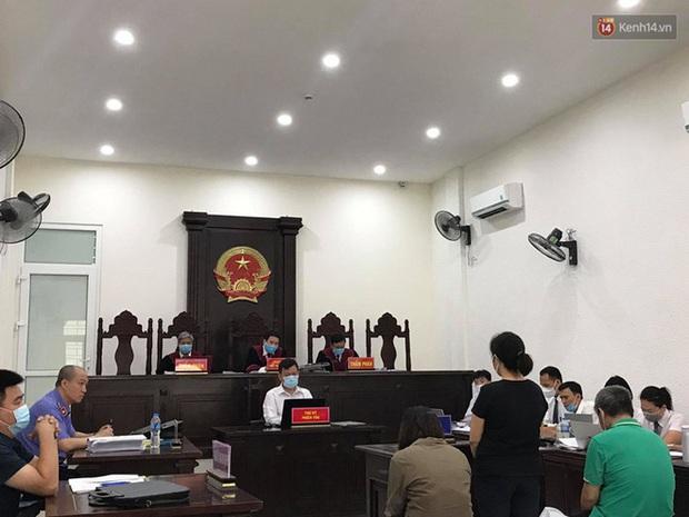 Xử phúc thẩm vụ học sinh trường Gateway tử vong trên xe đưa đón: Bị cáo Nguyễn Bích Quy và Doãn Quý Phiến quay lại xin lỗi gia đình bị hại - Ảnh 8.