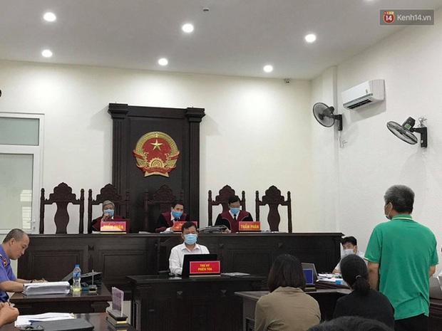 Xử phúc thẩm vụ học sinh trường Gateway tử vong trên xe đưa đón: Bị cáo Nguyễn Bích Quy và Doãn Quý Phiến quay lại xin lỗi gia đình bị hại - Ảnh 10.