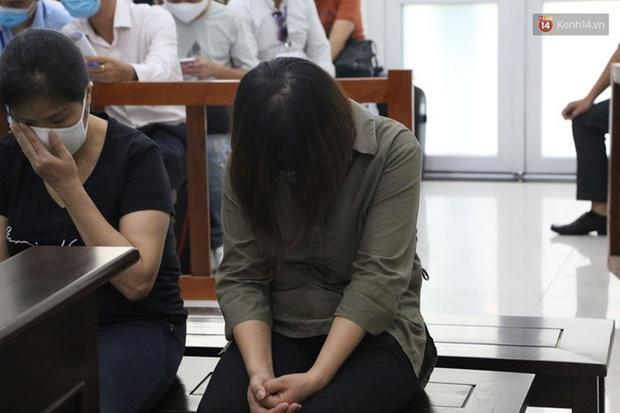 Xử phúc thẩm vụ học sinh trường Gateway tử vong trên xe đưa đón: Bị cáo Nguyễn Bích Quy và Doãn Quý Phiến quay lại xin lỗi gia đình bị hại - Ảnh 11.