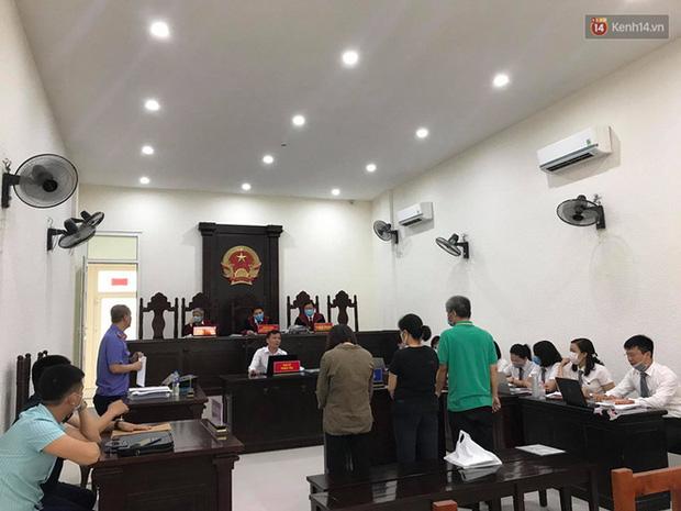 Xử phúc thẩm vụ học sinh trường Gateway tử vong trên xe đưa đón: Bị cáo Nguyễn Bích Quy và Doãn Quý Phiến quay lại xin lỗi gia đình bị hại - Ảnh 13.