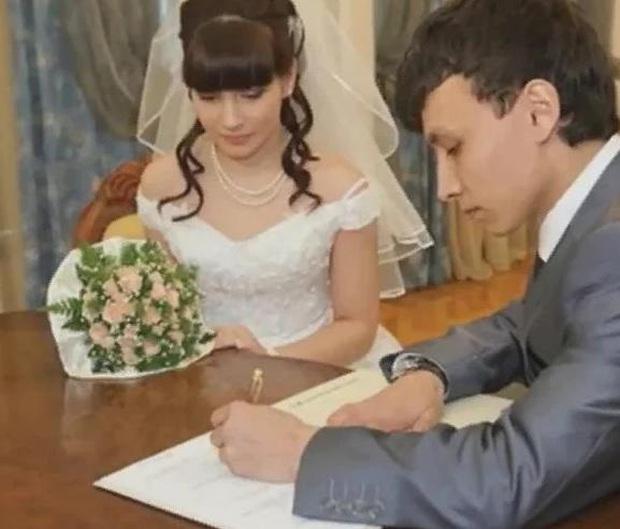 Làm mẹ ở tuổi 11, thiếu nữ người Nga giờ ra sao với cuộc hôn nhân cùng bố của đứa trẻ sau 15 năm? - Ảnh 2.
