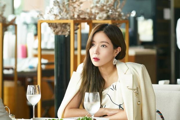 Dàn cast drama em chồng thích chị dâu Khi Em Đẹp Nhất: Hết anh trai Hyun Bin đến rich kid cướp bồ Hani  - Ảnh 3.