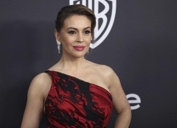 Mỹ nhân Phép thuật Alyssa Milano gây sốc vì màn chải đầu ra mảng tóc, xót xa vì biến chứng khi mắc COVID-19 - Ảnh 7.