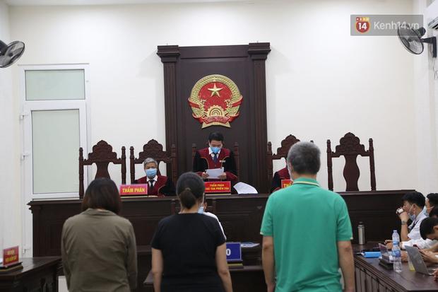 Tuyên án vụ học sinh trường Gateway tử vong: Bị cáo Nguyễn Bích Quy và Doãn Quý Phiến nhận tổng cộng 31 tháng tù; giáo viên chủ nhiệm 10 tháng tù treo - Ảnh 6.