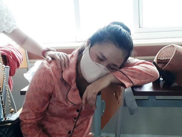 Bé gái tử vong bất thường sau sinh, người nhà vây bệnh viện - Ảnh 2.