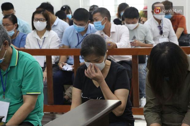 Xử phúc thẩm vụ học sinh trường Gateway tử vong trên xe đưa đón: Bị cáo Nguyễn Bích Quy và Doãn Quý Phiến quay lại xin lỗi gia đình bị hại - Ảnh 5.