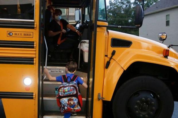 Gần 100.000 trẻ em Mỹ mắc COVID-19 chỉ trong hai tuần - Ảnh 3.