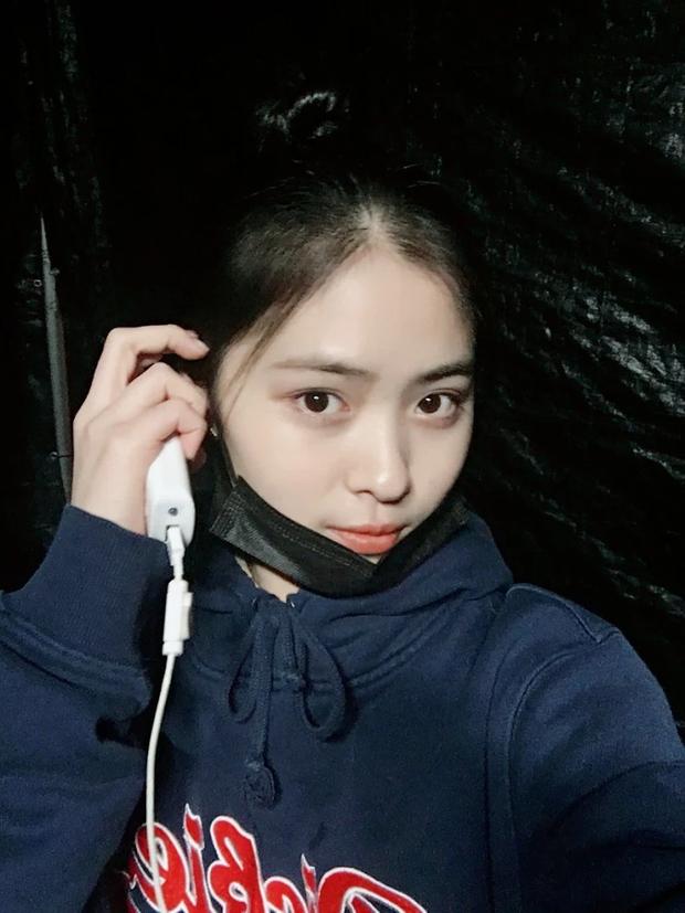 5 idol lột xác khác một trời một vực khi để mặt mộc: Jennie - Chaeyoung như học sinh, nhưng choáng nhất là Hwasa - Ảnh 18.
