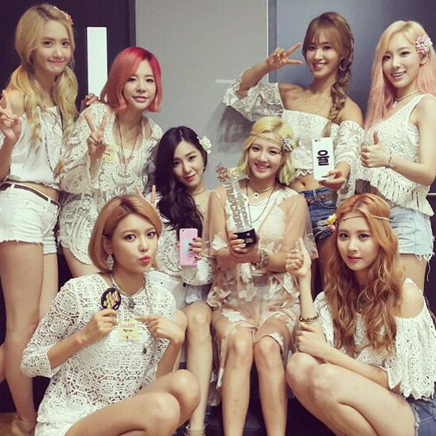 16 nghệ sĩ Kpop ẵm nhiều cúp trên show âm nhạc nhất: BTS thua cả TWICE, BLACKPINK lập kỷ lục nhóm nữ năm 2020 nhưng vắng mặt - Ảnh 27.