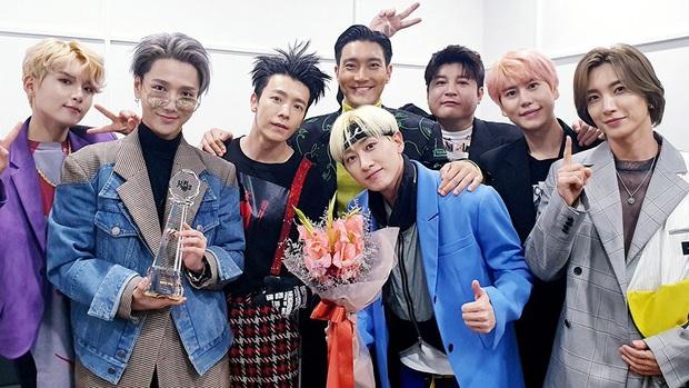 16 nghệ sĩ Kpop ẵm nhiều cúp trên show âm nhạc nhất: BTS thua cả TWICE, BLACKPINK lập kỷ lục nhóm nữ năm 2020 nhưng vắng mặt - Ảnh 7.