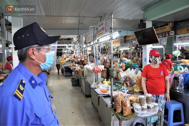 Từ 12/8, Đà Nẵng chính thức phát thẻ đi chợ, mỗi gia đình 3 ngày chỉ được đi chợ 1 lần - Ảnh 2.