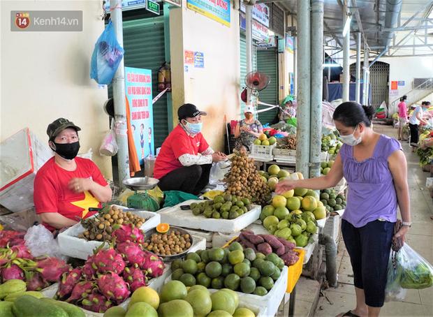 Từ 12/8, Đà Nẵng chính thức phát thẻ đi chợ, mỗi gia đình 3 ngày chỉ được đi chợ 1 lần - Ảnh 1.