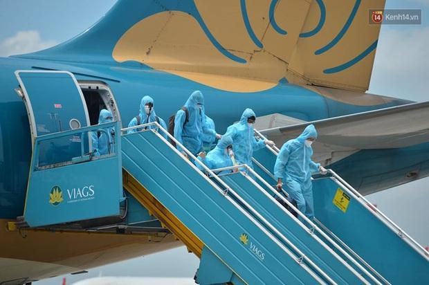 Ảnh, clip: Chuyến bay đầu tiên đưa hành khách từ Đà Nẵng về Hà Nội - Ảnh 1.