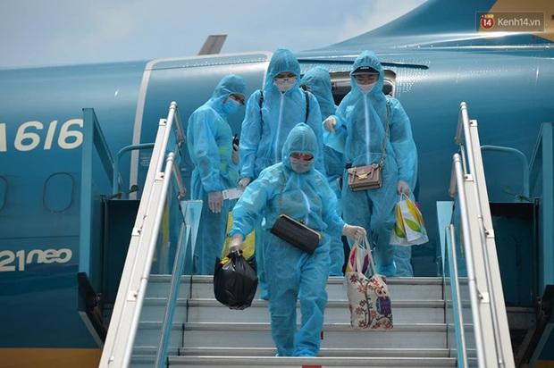Ảnh, clip: Chuyến bay đầu tiên đưa hành khách từ Đà Nẵng về Hà Nội - Ảnh 9.