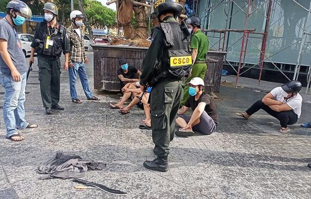 Ngăn chặn kịp thời nhóm thanh niên vác đao đi hỗn chiến ở Đà Nẵng - Ảnh 1.